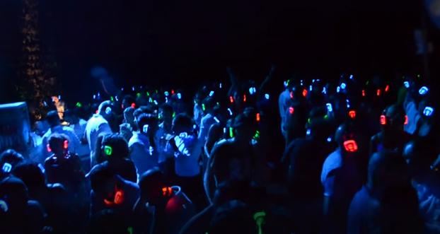Silent Disco, Kopfhörerparty, Silent Party, kopfhörer party, silent events, neon lights, Silent Disco Open Air, Silent Disco mieten, Silent Disco Kopfhörer kaufen, Silent Disco Kopfhörer