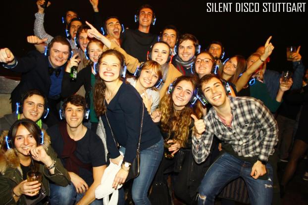 Kopfhörerparty, Kopfhörer Party, Silent Disco, Silent Disco Kopfhörer, Silent Disco Equipment, Silent Disco mieten, Kopfhörer mieten, Silent Events, neon lights, Silent Disco Partybox