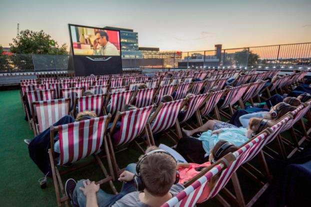 Kopfhörerkino, Kopfhörer Kino, Silent Cinema, Kopfhörer Kino mieten, Silent Events, Open Air Kino, Silent Open Air Kino, Kino mit Kopfhörern